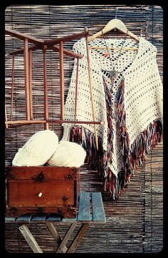 Beautiful Crochet Poncho In Autumn Colors Loom Crochet, Crochet Scarves, Crochet Shawl, Crochet Clothes, Free Crochet, Crochet Patterns, Dorset Buttons, Beautiful Crochet, Free Pattern