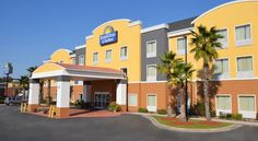 Days Inn and Suites Port Wentworth-North Savannah Port Wentworth Ideally situated close to Interstate 95 and only moments away from Savannah Hilton Head International Airport, this hotel offers contemporary accommodations, complete with many of the comforts of home.
