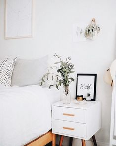 Bedroom décor ideas, with mid-century furniture