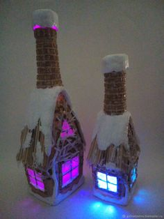 Holiday Christmas Decorations Wine Bottles 50 Ideas For 2019 Glass Bottle Crafts, Wine Bottle Art, Painted Wine Bottles, Lighted Wine Bottles, Diy Bottle, Bottle House, Christmas Crafts, Christmas Decorations, Altered Bottles