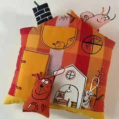 """Polštář ... DOMEK """"U MYŠÍHO POKOJÍČKU"""" Doll Toys, My Works, Gift Wrapping, Pillows, Gifts, Gift Wrapping Paper, Presents, Wrapping Gifts, Favors"""
