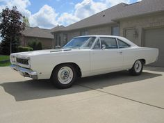 1968 Hemi Plymouth Roadrunner: wolf in sheep's clothing