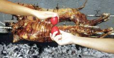 Αρνί στη σούβλα:Όλα τα μυστικά για τέλειο ψήσιμο Greek Beauty, Greek Recipes, Spring Cleaning, Lamb, Pork, Turkey, Easter, Holidays, Party