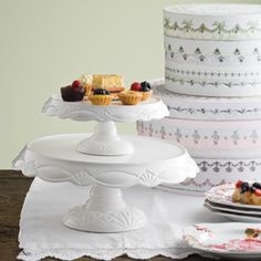 Le Gateau White Cake Pedestals
