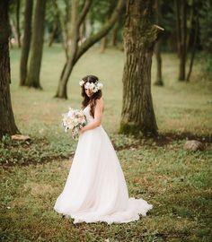 gorgeous bride with a flower crown   romantic bouquet