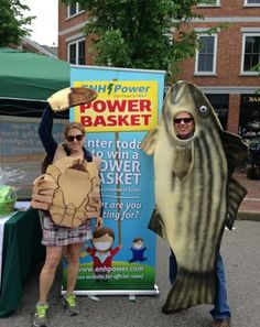 Green Alliance collaboration!  Peter Wellenberger of Great Bay Stewards and Julie Lapham of ENH Power share a booth and environmental and energy efficiency advocacy at the 2014 Market Sq. Day.