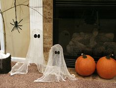 the ghosts are cheesecloth drenched in liquid starch then placed over a balloon (on a stand) and left to dry.