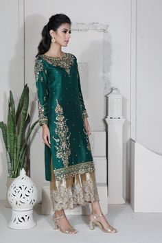 A-Line Wedding Dresses Collections Overview 36 Gorgeou… Pakistani Dresses Casual, Shadi Dresses, Pakistani Party Wear, Pakistani Wedding Outfits, Pakistani Dress Design, Indian Dresses, Indian Outfits, Pakistani Designer Clothes, Indian Clothes