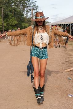 This is such a cool, boho outfit. I adore the fringe on her coat and the way she layered her necklaces!