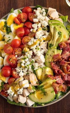 Cobb salad is no longer strange to us right? It's a authentic garden salad of Americans and preferred in both summer and winter months. This salad is typically made with with chopped salad greens (iceberg lettuce, watercress, endives and romaine lett Cheap Clean Eating, Eating Fast, Clean Eating Snacks, Healthy Eating, Healthy Sweet Snacks, Healthy Recipes, Healthy Salads, Healthy Food, Snacks Under 100 Calories