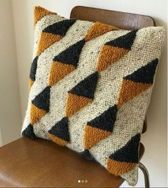 Screenshot – Rug making Diy Pillows, Decorative Pillows, Throw Pillows, Cushions, Needle Cushion, Pillow Embroidery, Knot Pillow, Punch Needle Patterns, Punch Art