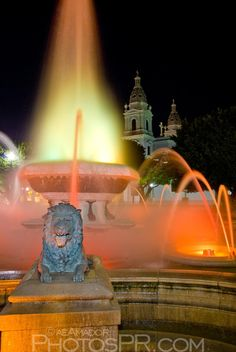 Night view of the fountain at the Plaza de las Delicias.  Ponce, PUERTO RICO.