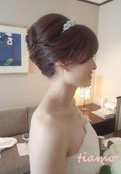 綺麗めナチュラルアップからサイドダウン♡美人花嫁さまの素敵な一日 | 大人可愛いブライダルヘアメイク 『tiamo』 の結婚カタログ