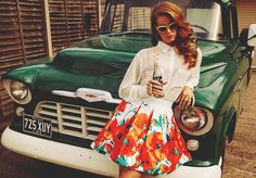 lana del rey- LOVE this skirt! Love her style!