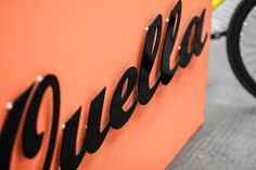 Quella Bikes encompass all the joys of single speed bikes with its standout design and attention to detail. The pop-up shop allowed customers to mix colors and parts for a personalized ride through urban areas.  #quella #quellabikes #fixie #bike #cycling #bicycle #custombike