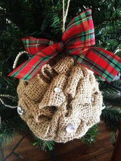 �аг��зка... Читайте також також Ялинкові прикраси з перлинок та лляної нитки Новорічний декор з мішковини Торбинки для подарунків власноруч! Схеми вишивки та майстер-клас 65 ідей … Read More