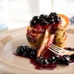 Buttermilch-Pancakes mit karamellisierten Blaubeeren - fluffig und süß...zum Dessert oder zum Frühstück