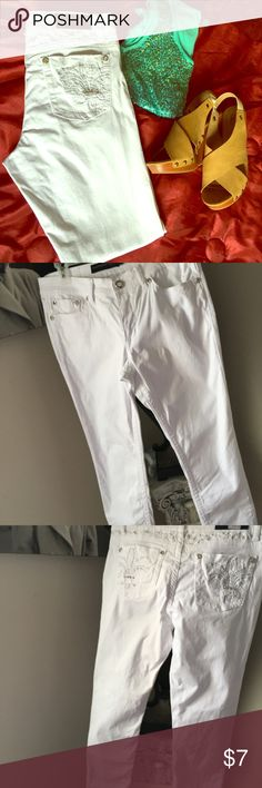 Fleur De Lis Embellished White Skinny Jeans GUC 11 Rue 21 Black- Fleur De Lis Embellished White stretch skinny jeans, size 11/12, only wore a few times. These jeans are so comfy and cute, they sat in my closet. There is one spot that is barely noticeable and I don't know how it even got there.(see last photo.) inseam as shown. I'd say these fit like a juniors. Rue 21 Jeans Skinny