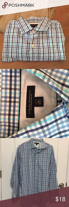 """Banana Republic Non-Iron Slim Fit XL Barely used collar shirt by Banana Republic. 17-17.5"""" ---- Perfect for business casual wear. Banana Republic Shirts Casual Button Down Shirts"""
