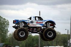 !!!!!!!   Monster truck jumping