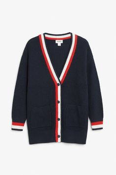<p>An oversized cardigan with a ribbed weave, soft feel and two front pockets. Let's get comfy!</p><p>In a size small the chest width is 114 cm and th