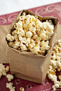 Stove Top Kettle Corn | heatherlikesfood.com #kettle_corn #popcorn