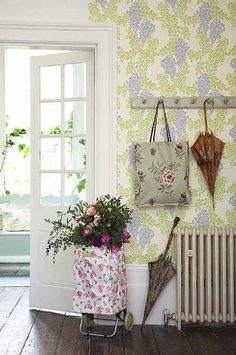 Looking for hallway wallpaper ideas? Hallway wallpaper is a great way to update your entrance hall and create a warm welcome to your home Shabby Chic Cottage, Shabby Chic Decor, Cottage Style, Hallway Wallpaper, Bold Wallpaper, Wallpaper Ideas, Vestibule, Interior Exterior, Home Interior Design