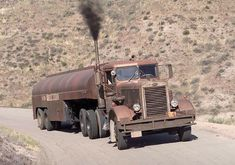Are you trying to figure out why this truck looks familiar? This is the exact Peterbilt semi truck from an older Steven Spielberg… Big Rig Trucks, Semi Trucks, Cool Trucks, Pickup Trucks, Custom Big Rigs, Custom Trucks, Ford Mercury, Peterbilt Trucks, Heavy Truck