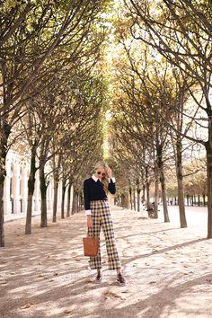 3 // Atlantic Pacific // Blair Eadie // Plaid in Paris Paris Outfits, Fashion Outfits, Fashion Tips, Women's Fashion, Work Fashion, Fashion Trends, Fall Winter Outfits, Autumn Winter Fashion, Autumn Style