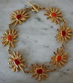 Lovely spring theme: golden daisies with red and coral centers. Red Coral, Coral Color, Spring Theme, Vintage Jewellery, Daisies, Jewelry Design, Brooch, Flowers, Gold