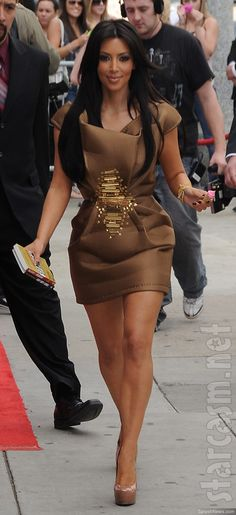 http://forum.purseblog.com/celebrity-news-and-gossip/the-kim-kardashian-thread-12-a-659602-199.html