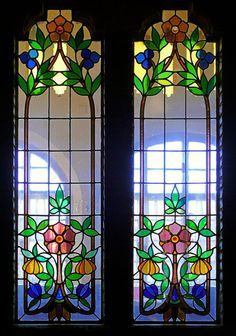 Casa Roviralta 1907 Architect : Joan Rubio i Bellver Stained Glass Paint, Stained Glass Flowers, Stained Glass Designs, Stained Glass Panels, Stained Glass Projects, Stained Glass Patterns, Leaded Glass, Mosaic Glass, Glass Art