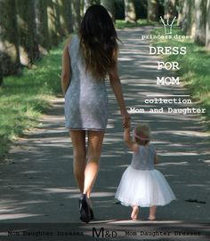 Simple narrow cut of the dress, thanks to the elastic lace and lining of cotton fabric very well adapted physique. Dress is sleeveless, round neckline. Girls Dresses, Flower Girl Dresses, Short Lace Dress, Mom Dress, Princess Style, Mom Daughter, Victoria Dress, Dress Collection, Carnival