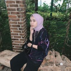 Casual Hijab Outfit, Ootd Hijab, Casual Outfits, Fashion Poses, Hijab Fashion, Saturday Outfit, Cool Captions, Indie, Selfies