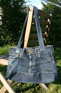 Sewing jeans bag purses New Ideas Diy Jeans, Sewing Jeans, Coin Couture, Couture Bags, Jean Diy, Jean Purses, Diy Bags Purses, Denim Purse, Denim Ideas
