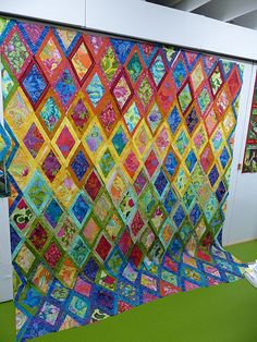 diamonds quilt - Philip Jacobs and Martha Negley fabrics Will have to show this to a quilter I know...