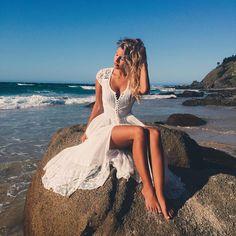 Natasha Oakley shows off cleavage in a black bustier bikini Daily Mail Online Natasha Oakley, Bikini Mode, Bustier Bikini, Black Bustier, Mode Boho, Beach Poses, Trendy Swimwear, Swimwear Model, Bikini Photos