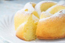 Schlagobers-Gugelhupf-Rezept | GuteKueche.at Keto Recipes, Cake Recipes, Evening Meals, No Carb Diets, Eating Plans, Keto Dinner, Food Items, A Food, Meal Planning