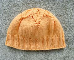 Ravelry: Baby Flower Hat pattern by Ewelina Murach. uses any DK weight yarn. I bet you could use worsted weight yarn to make a child's hat Baby Hats Knitting, Knitting For Kids, Baby Knitting Patterns, Baby Patterns, Knitting Projects, Knitted Hats, Crochet Patterns, Free Knitting, Knit Or Crochet