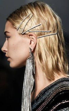 Headbands, Claw Clips and More Hair Trends Are Making a Comeback ESC: Hailey Baldwin, Zadig & Voltaire Clip Hairstyles, Party Hairstyles, Bun Hairstyle, Hairstyles 2018, Easy Summer Hairstyles, Trendy Hairstyles, Fashion Hairstyles, Hailey Baldwin, Hair Inspo