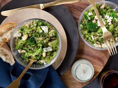 This quinoa and broccoli salad is quick and simple, and the creamy blue cheese dressing transforms this into a delicious dish. Blanch the broccoli to . Healthy Crockpot Recipes, Healthy Salad Recipes, Sin Gluten, Healthy Appetizers, Healthy Snacks, Blue Cheese Recipes, Paleo, Blue Cheese Dressing, Superfood Recipes