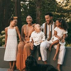 Fall Family Picture Outfits, Family Photo Colors, Summer Family Pictures, Family Picture Poses, Fall Family Photos, Casual Family Photos, Fall Photos, Bild Outfits, Summer Suits