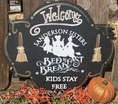 Halloween Signs, Fall Halloween, Halloween Crafts, Halloween Party, Halloween Decorations, Halloween Ideas, Welcome Signs Front Door, Wooden Door Signs, Sanderson Sisters