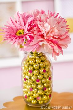 A dash of gold and a splash of pink.this will be a party to remember! Diy Craft Projects, Diy Crafts, Disney Bridal Showers, Table Top Design, Gold Mine, Diy Bottle, Mellow Yellow, Center Pieces, Summer Trends