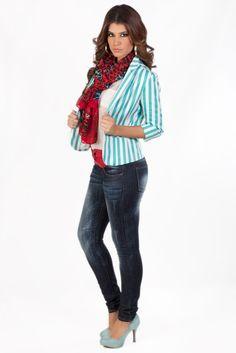 Tu belleza y KAMI, la combinación perfecta.  Jeans: Q.565 Chaqueta Rayada Color Turquesa: Q.375 Blusa Blanca: Q.195 Chalina Roja Estampada: Q.115 Cincho Rojo: Q.95 Argollas Doradas: Q.75 Zapatos De Tacón Gris: Q.335