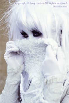 The starkness of the hair for her modeling collections. Harajuku Fashion, Japan Fashion, Lolita Fashion, Visual Kei, Kawaii, Goth Subculture, Pose, Grunge, White Makeup