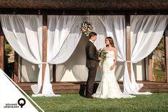 На берегах озера в долине Лефкадия можно связать себя узами брака не только в храме Весты, но и в комфортабельном «Бунгало». Эта закрытая площадка отлично подойдёт для выездной регистрации, а также банкета, рассчитанного на не более 60 гостей. Атмосфера спокойствия, живописная природа, а также удалённость от сторонних наблюдателей сделают свадебное торжество по-настоящему вашим! Вход только для родных и близких!