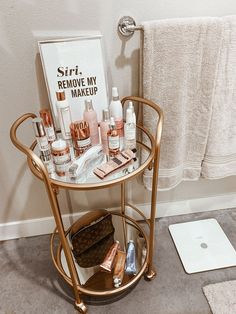 Apartment Bathroom Decor & Bathroom Decor & Small Bathroom & Powder Room & Home Decor & Blondie in the City by Hayley Larue The post My Apartment Bathroom Decor & BLONDIE IN THE CITY appeared first on Decorating İmage. Rooms Home Decor, Cheap Home Decor, Living Room Decor, Home Ideas Decoration, Living Spaces, Luxury Home Decor, Small Living, Apartment Living, City Apartment Decor