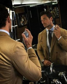 """2,095 Me gusta, 35 comentarios - David Gandy (@davidgandy_official) en Instagram: """"In Milan for PR interviews for @dgbeauty....... finishing touches to grooming? well a spritz of…"""""""