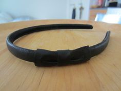 Tee-se-itse-naisen sisustusblogi: Hair Band With Bow Covered With Recycled Leather